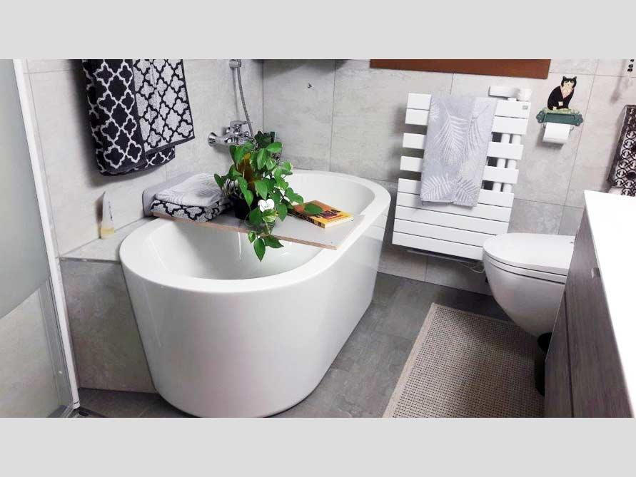 Bäder-Idee mit der freistehenden Badewanne Almeria 149