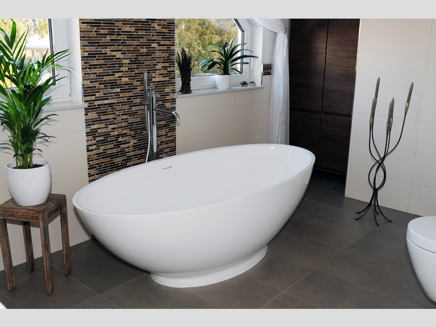 Bäder-Idee mit der freistehenden Badewanne Barletta