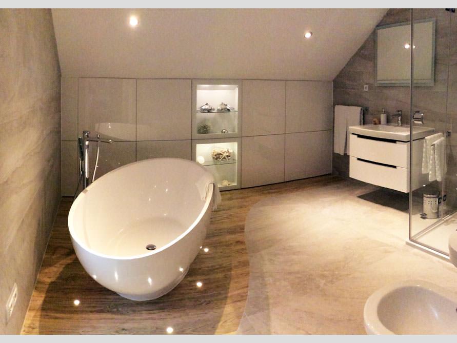 Badezimmer Idee mit der freistehenden Badewanne Barletta