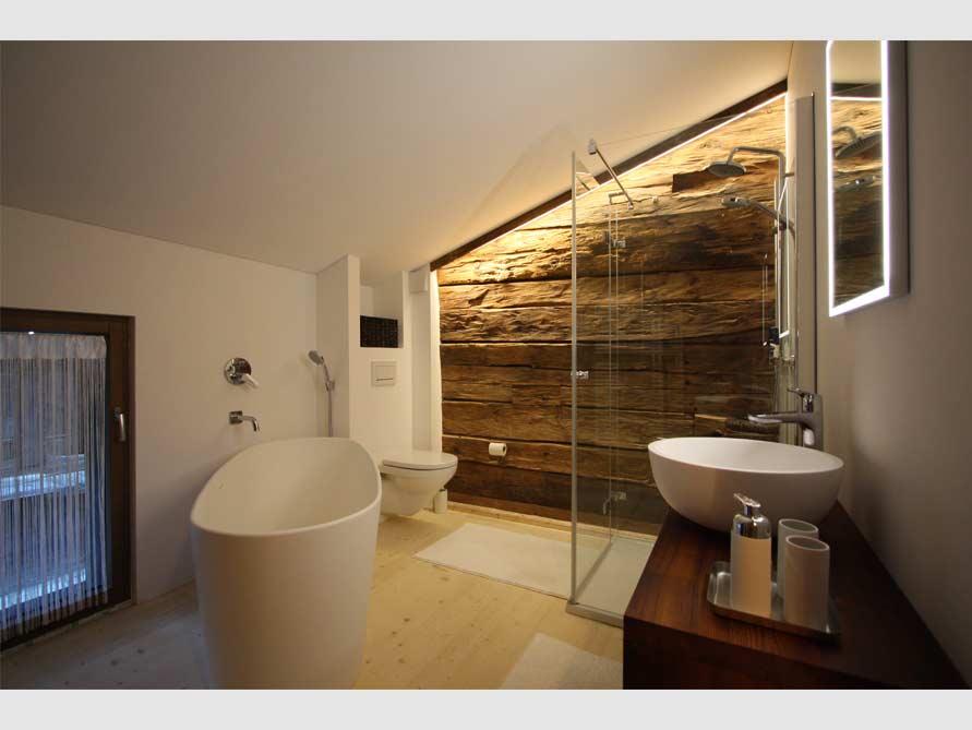 b der ideen mit freistehende badewanne bellagio aus mineralguss aufsatzbecken santerno. Black Bedroom Furniture Sets. Home Design Ideas