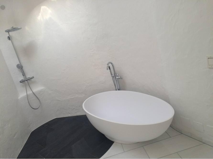 Bäder-Idee mit der freistehenden Badewanne Campione