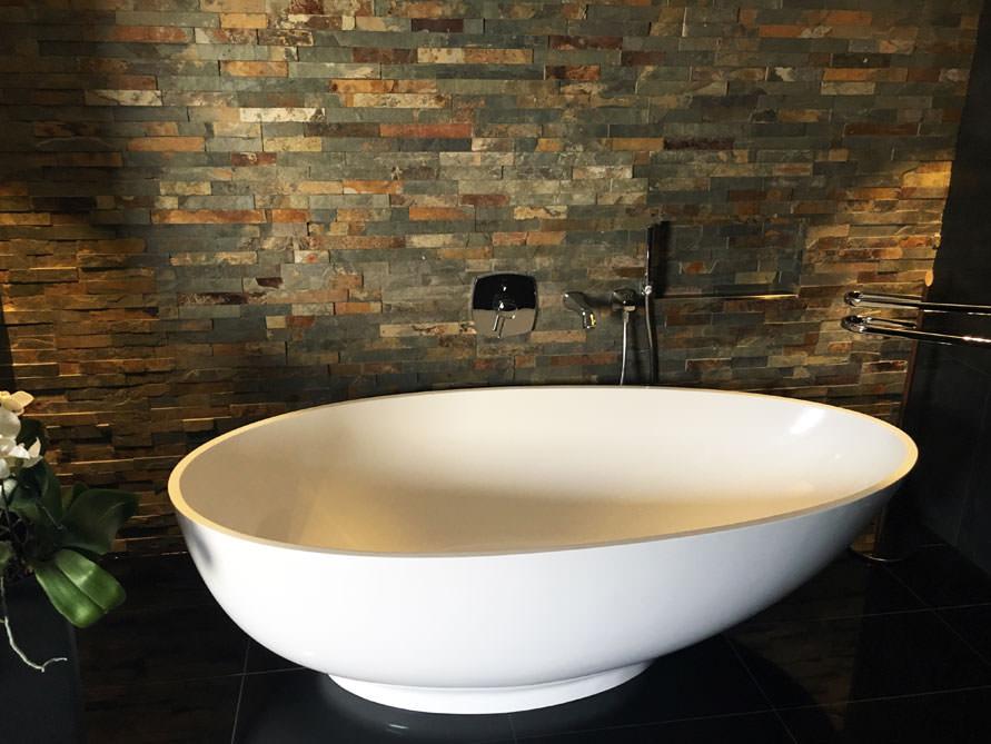 b der idee campione freistehenden badewanne mineralguss einrichtung. Black Bedroom Furniture Sets. Home Design Ideas