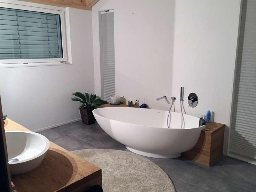 b der ideen mit freistehende badewanne campione aus mineralguss aufsatzbecken sillaro. Black Bedroom Furniture Sets. Home Design Ideas