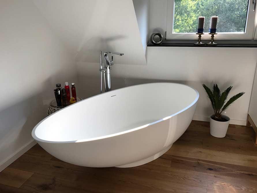 b der ideen mit freistehende badewanne campione aus mineralguss aufsatzbecken cesano. Black Bedroom Furniture Sets. Home Design Ideas
