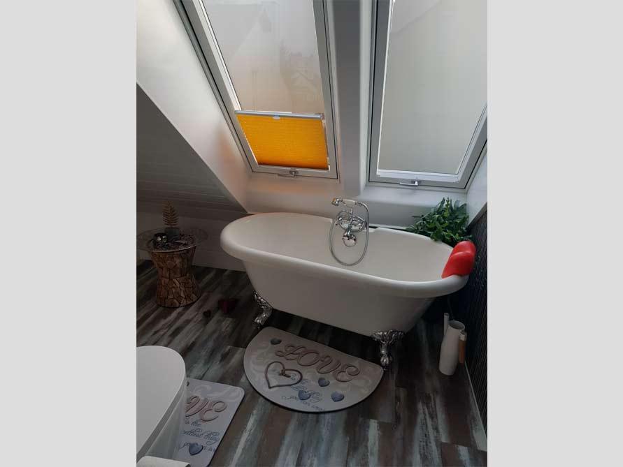 Bäder-Idee mit der freistehenden Badewanne Carlton 149