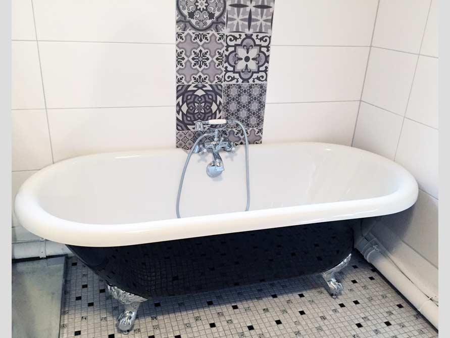 Bäder-Idee mit der freistehenden Badewanne Carlton Black