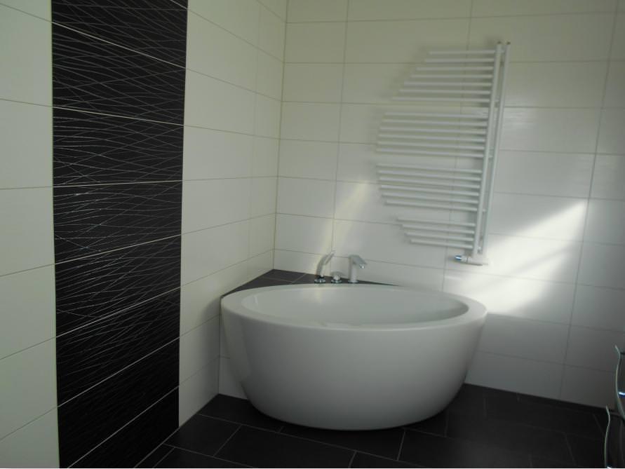 Bäder-Idee mit der freistehenden Badewanne Cartagena Piccolo