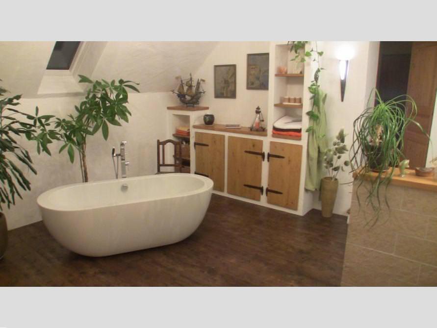 Bäder-Idee mit der freistehenden Badewanne Gandia Grande