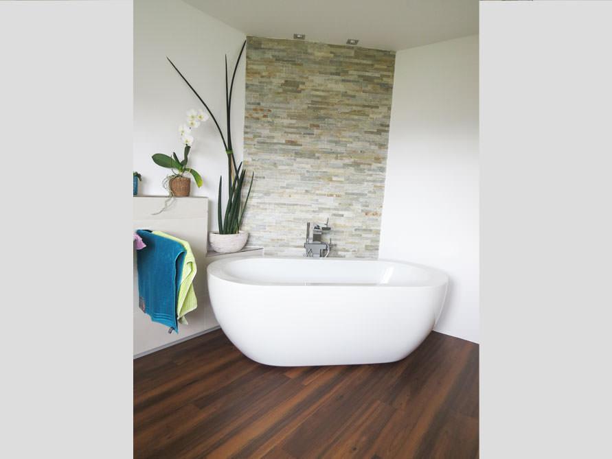 Bäder-Idee mit der freistehenden Badewanne Gandia Medio