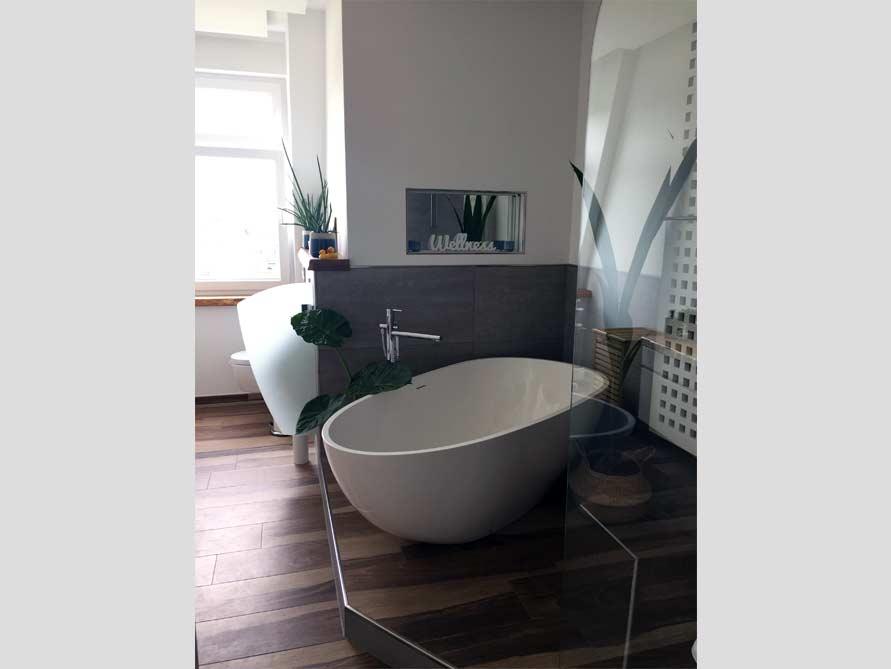 b der ideen mit freistehende badewanne luino aus mineralguss aufsatzbecken cesano. Black Bedroom Furniture Sets. Home Design Ideas