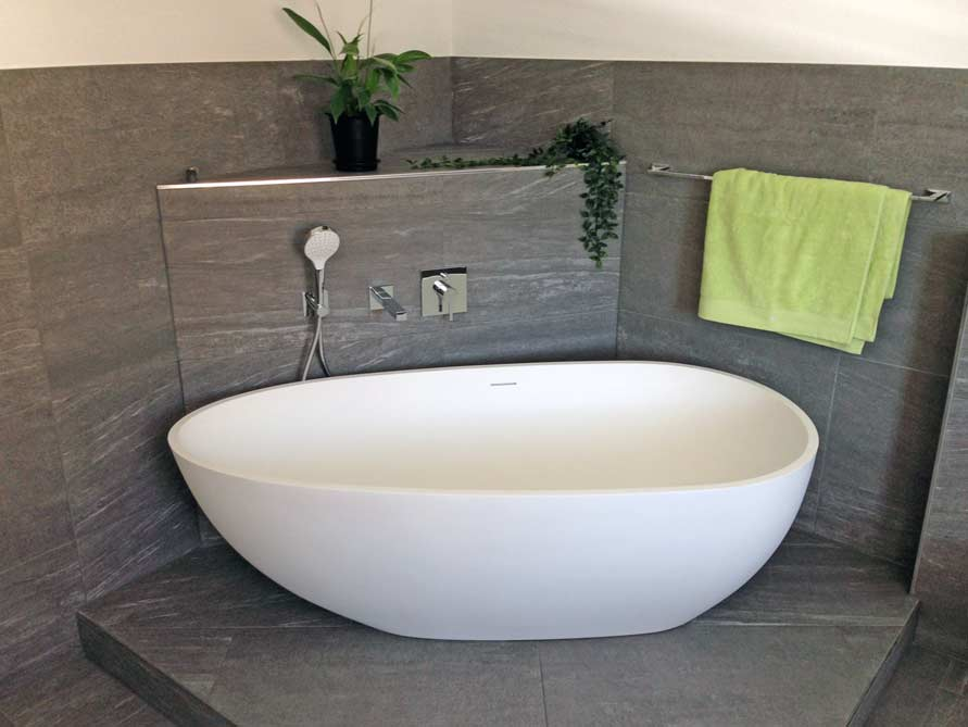 Bäder-Idee mit der freistehenden Badewanne Luino