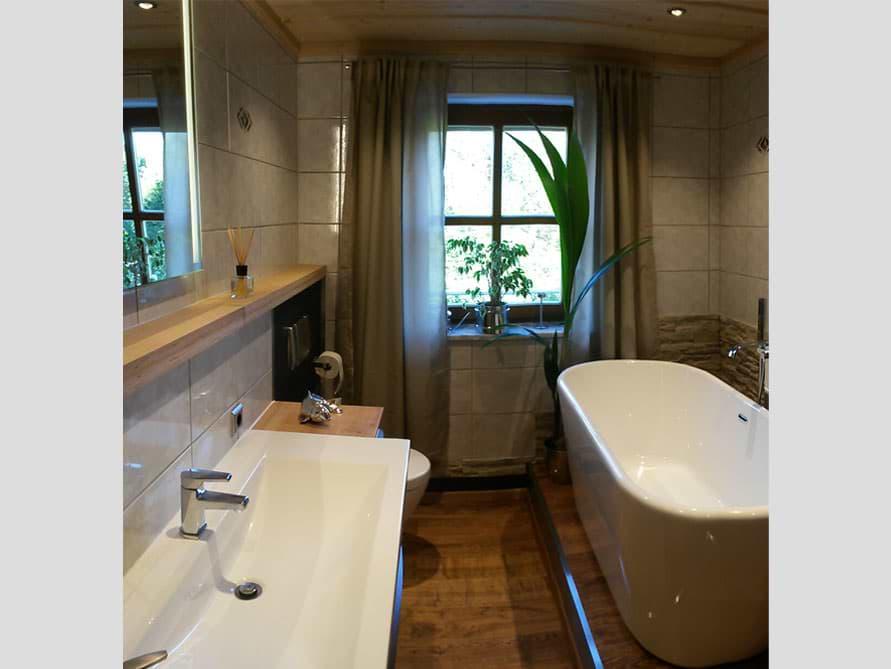 Bäder-Idee mit der freistehenden Badewanne Madrid