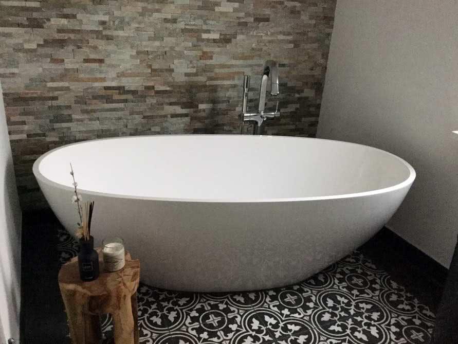 b der ideen mit freistehende badewanne piemont aus mineralguss. Black Bedroom Furniture Sets. Home Design Ideas