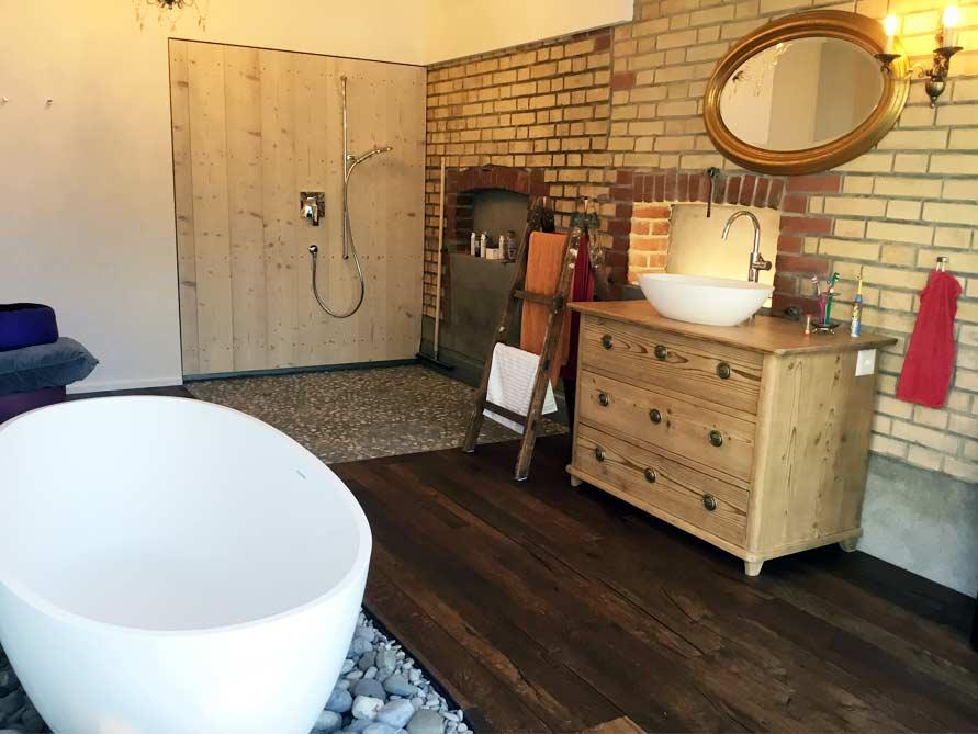 Bäder-Idee mit der freistehenden Badewanne Piemont