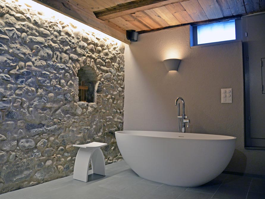 b der ideen mit freistehende badewanne piemont medio aus mineralguss zubeh r pianoro hocker. Black Bedroom Furniture Sets. Home Design Ideas