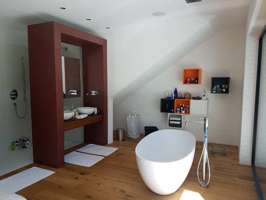 b der ideen mit freistehende badewanne piemont medio aus mineralguss aufsatzbecken irminio. Black Bedroom Furniture Sets. Home Design Ideas