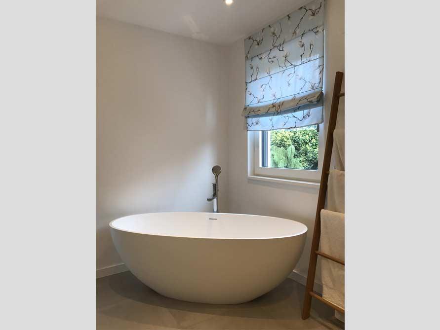 b der ideen mit der freistehenden badewanne piemont medio. Black Bedroom Furniture Sets. Home Design Ideas