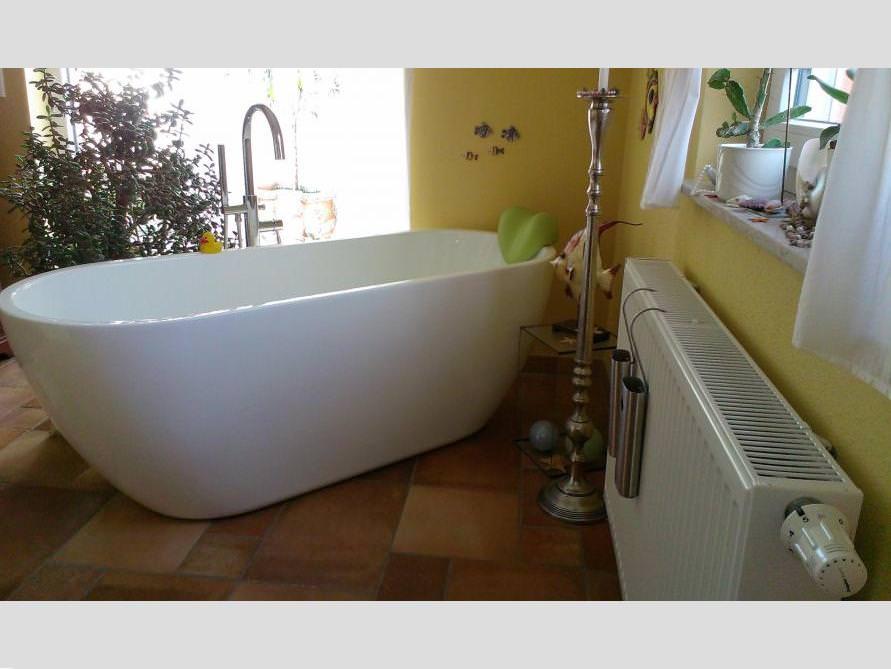 Bäder-Idee mit der freistehenden Badewanne Valencia