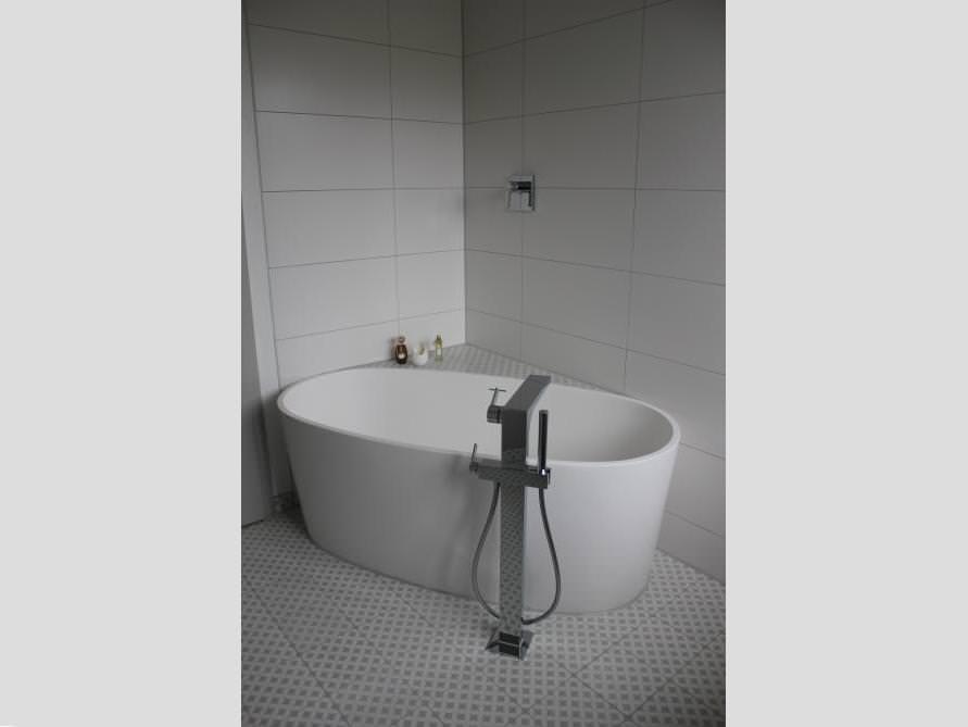 Bäder-Idee mit der freistehenden Badewanne Varese