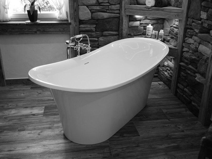 Bäder-Idee mit der freistehenden Badewanne Verona