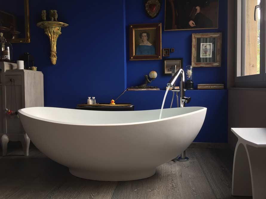 b der ideen mit freistehende badewanne vicenza aus mineralguss zubeh r pianoro hocker. Black Bedroom Furniture Sets. Home Design Ideas