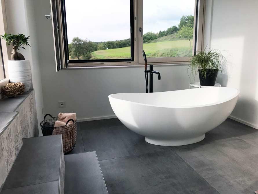 b der ideen mit freistehende badewanne vicenza aus mineralguss. Black Bedroom Furniture Sets. Home Design Ideas