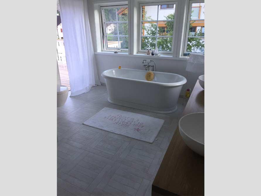 Bäder-Idee mit der freistehenden Nostalgie Badewanne York Tondo